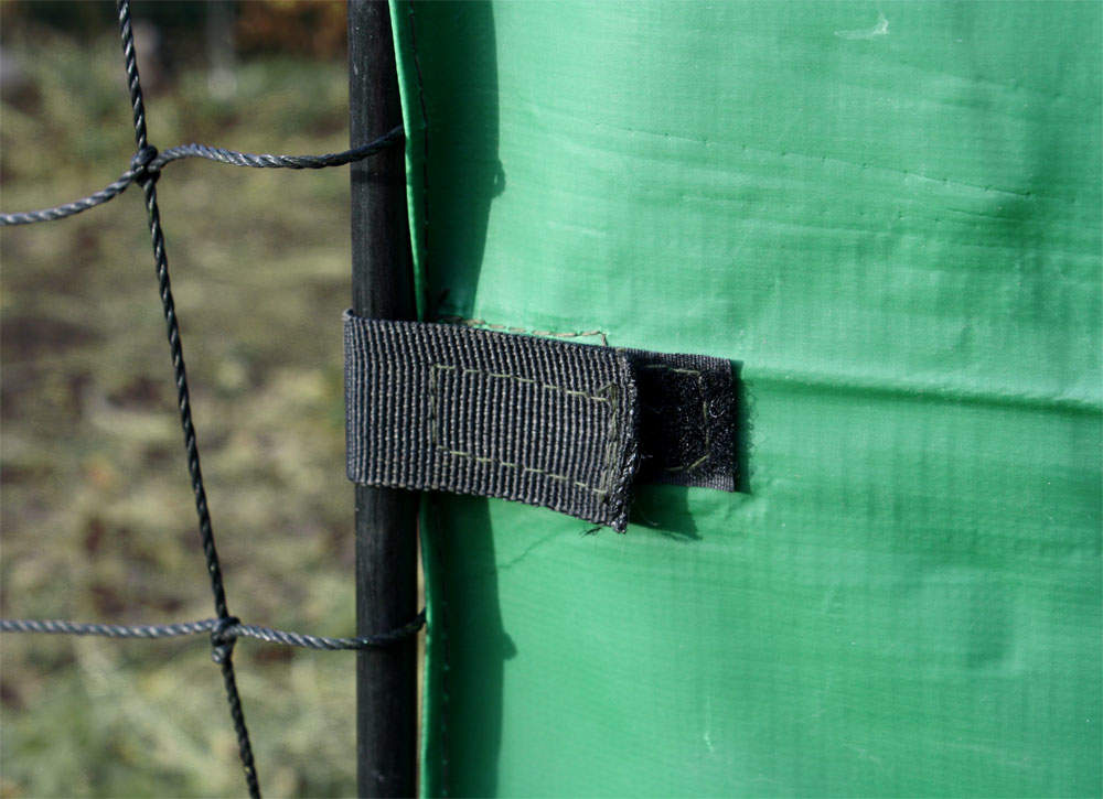 Attaches to your fencing easily, using velcro